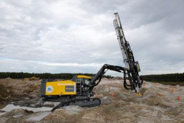 Epiroc borrar vid Northvolts fabrik i Skellefteå